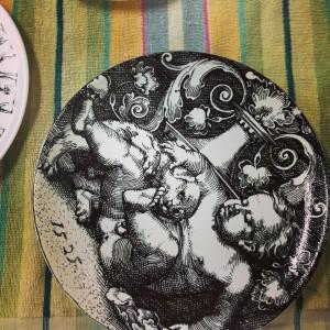 деколь на тарелках